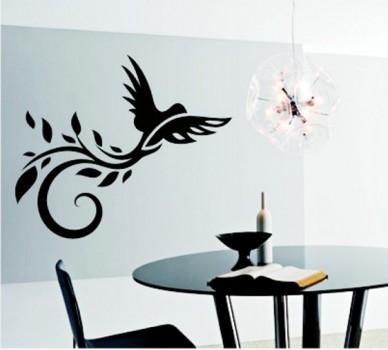 Птица с опашка с орнаменти