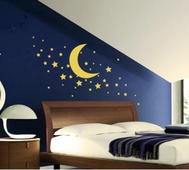 Луна със звезди